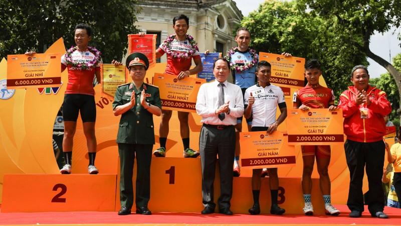 Lê Nguyệt Minh chiến thắng chặng đua hồ Hoàn Kiếm - ảnh 1