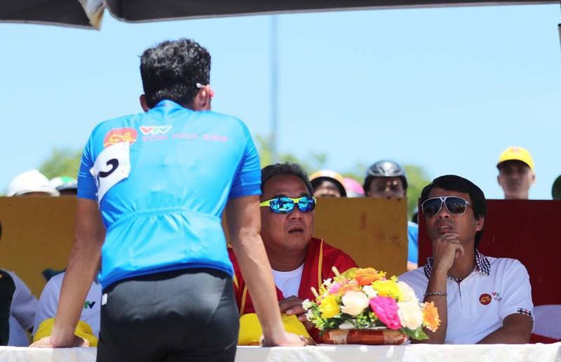 Lê Văn Duẩn nổi nóng vì bị tước giải thưởng dọc đường - ảnh 3