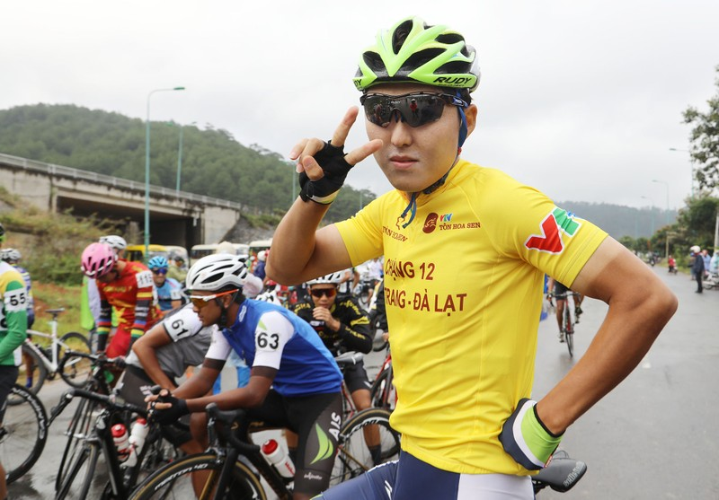 Nửa đội hình bảo vệ áo vàng cho Jiung Jang - ảnh 10