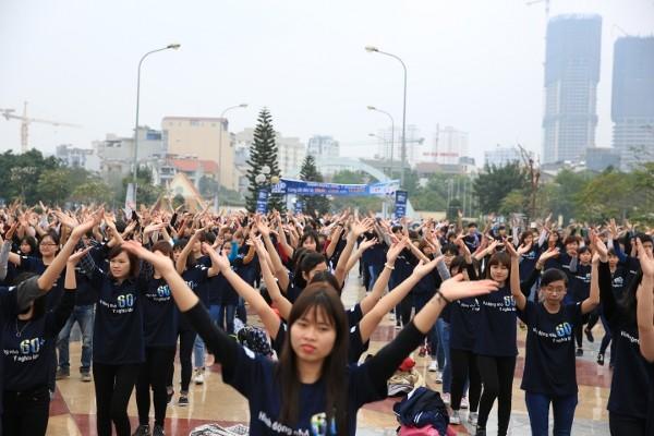 Giới trẻ Hà Nội chạy bộ, đạp xe hưởng ứng giờ Trái đất 2016 - ảnh 6