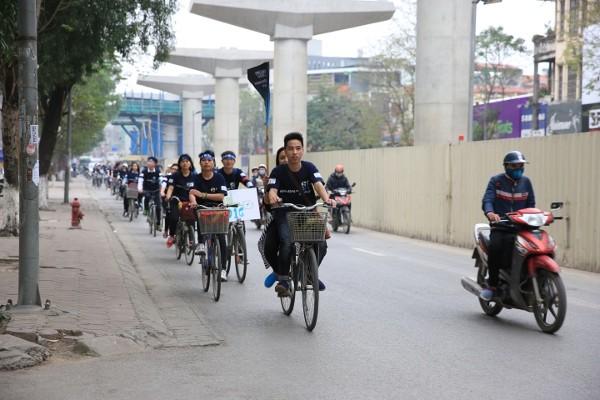 Giới trẻ Hà Nội chạy bộ, đạp xe hưởng ứng giờ Trái đất 2016 - ảnh 2
