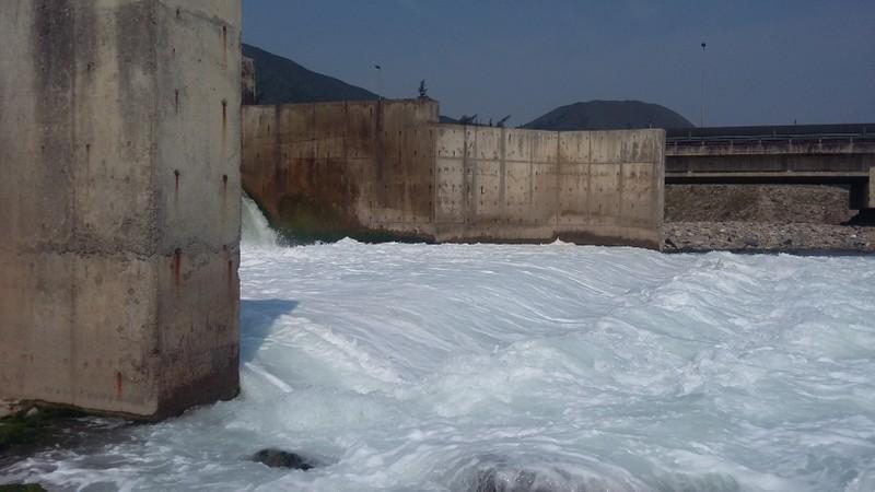 Cận cảnh nước thải đổ ra biển ở nhiệt điện Vũng Áng 1 - ảnh 2