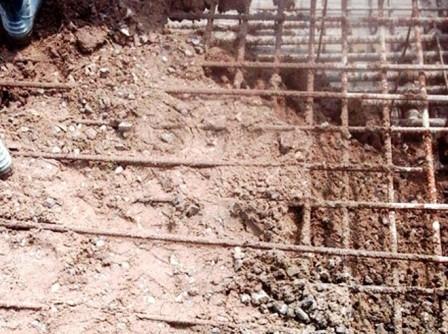 Nhà thầu thừa nhận sai phạm vụ móng cột điện 'bê tông trộn đất' - ảnh 1