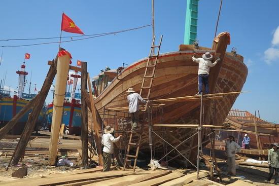 Xây dựng cơ chế hỗ trợ một lần cho ngư dân đóng tàu xa bờ - ảnh 1