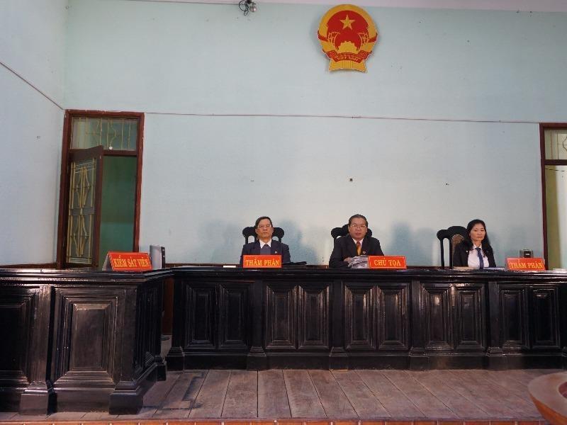 HĐXX không đồng ý cho kiểm sát viên chưa nghiên cứu hồ sơ ra phiên tòa. Ảnh: NGÂN NGA
