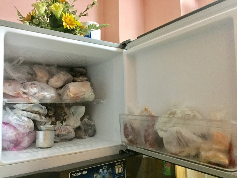 Đựng đồ ăn trong ngăn đá bằng túi nylon liệu có hại? - ảnh 1