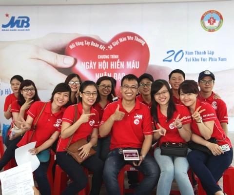 Cán bộ nhân viên MB tham gia hiến máu nhân đạo - ảnh 1