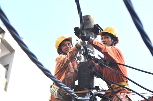 Ngành điện cam kết cấp điện ổn định mùa nắng nóng - ảnh 1