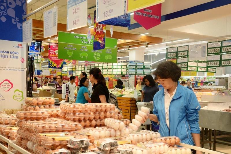 Dân Sài Gòn đi siêu thị đặt thịt kho tết - ảnh 2