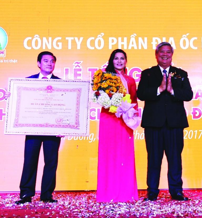 Địa ốc Kim Oanh nhận huân chương Lao động hạng Ba - ảnh 1