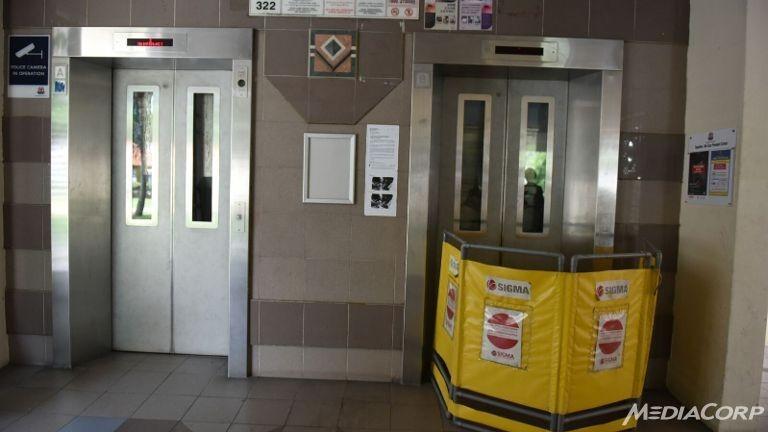 Tai nạn thang máy ở Singapore: Một bà cụ bị đứt lìa tay - ảnh 1
