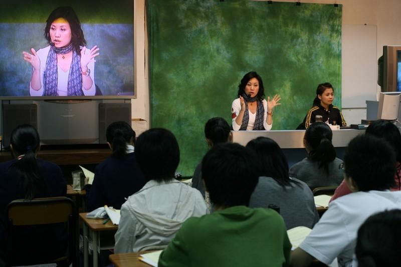 Cuộc chiến giành giáo viên lương 11 triệu USD ở Hong Kong - ảnh 1
