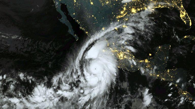 Siêu bão Patricia đe dọa tàn phá Đông Thái Bình Dương - ảnh 1