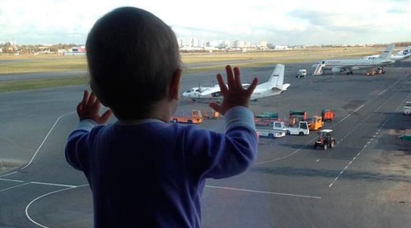 Bé gái 10 tháng tuổi thành biểu tượng thảm kịch rơi máy bay Nga - ảnh 1