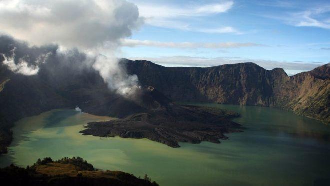 Nóng: Sân bay Bali tạm đóng cửa vì núi lửa phun trào - ảnh 1