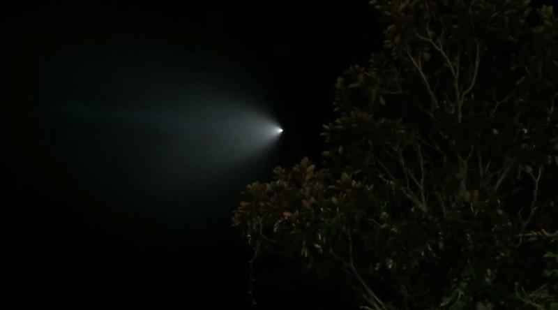 Dân California xôn xao với vật thể phát sáng trên bầu trời - ảnh 1