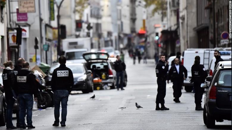 Đã xác định danh tính hai nghi phạm tấn công Paris - ảnh 1
