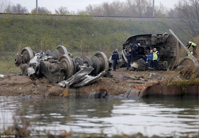 Tàu cao tốc của Pháp trật đường ray, bảy người chết - ảnh 1