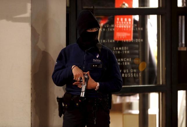 Bắt 16 nghi can khủng bố, 'trùm' Salah Abdeslam vẫn bặt tăm - ảnh 1