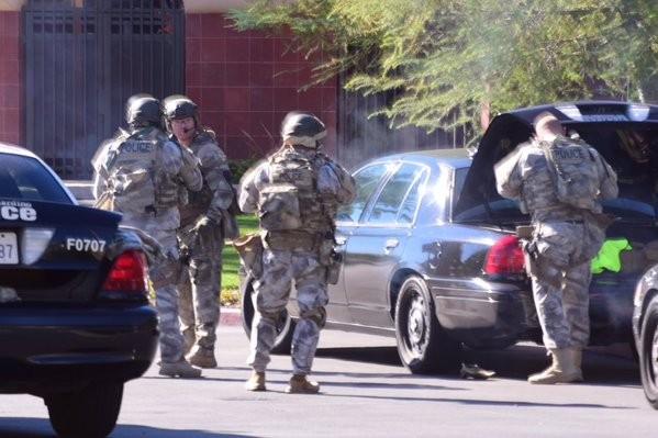 Ba đối tượng xả súng kinh hoàng tại Mỹ làm 14 người chết - ảnh 3