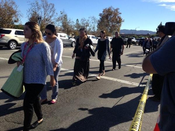 Ba đối tượng xả súng kinh hoàng tại Mỹ làm 14 người chết - ảnh 1