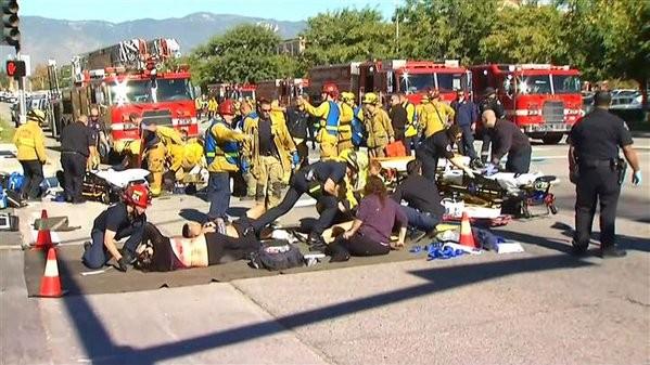 Ba đối tượng xả súng kinh hoàng tại Mỹ làm 14 người chết - ảnh 2