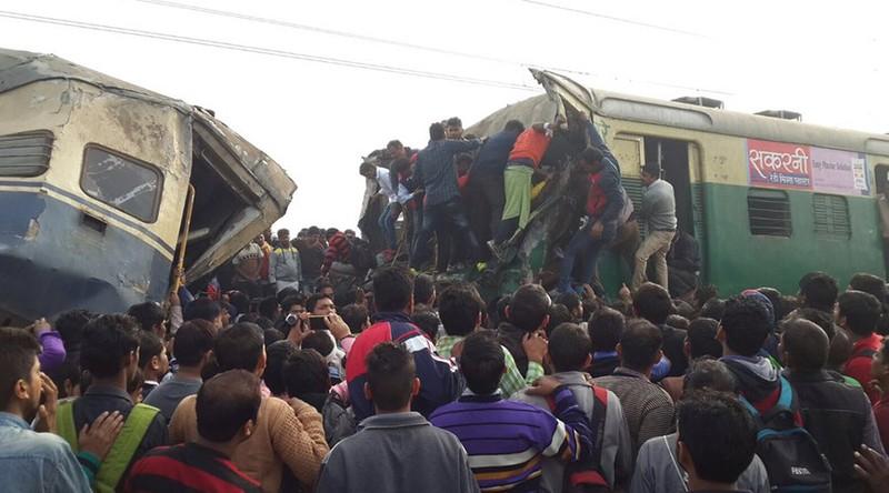 Đâm tàu lửa ở Ấn Độ, hơn 100 người thương vong - ảnh 1