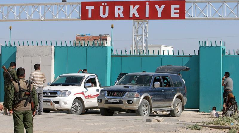 Thổ Nhĩ Kỳ trục xuất nhà báo Nga khi điều tra nghi án Thổ buôn dầu với IS  - ảnh 1