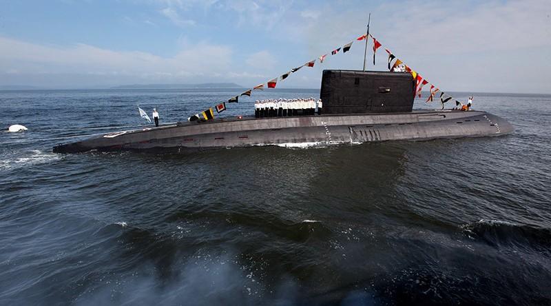 Tàu ngầm Nga lần đầu phóng tên lửa đánh IS - ảnh 1