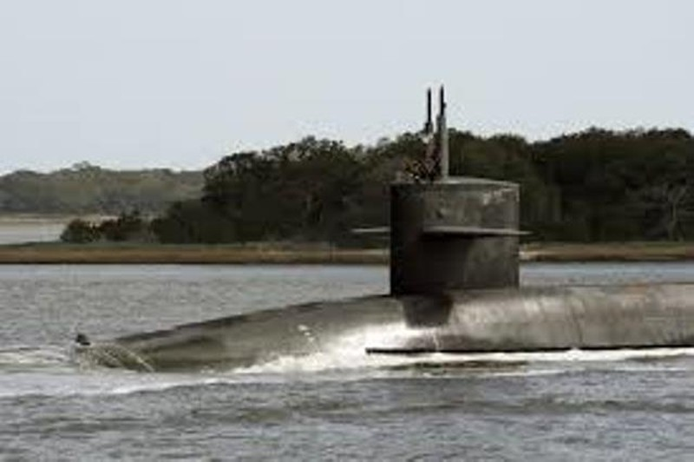12 thuyền viên tàu ngầm Mỹ hầu tòa vì quay lén phụ nữ thay đồ - ảnh 1