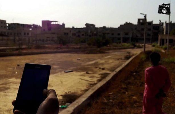 IS cho nổ tung tù nhân bằng bom kích hoạt qua điện thoại - ảnh 1