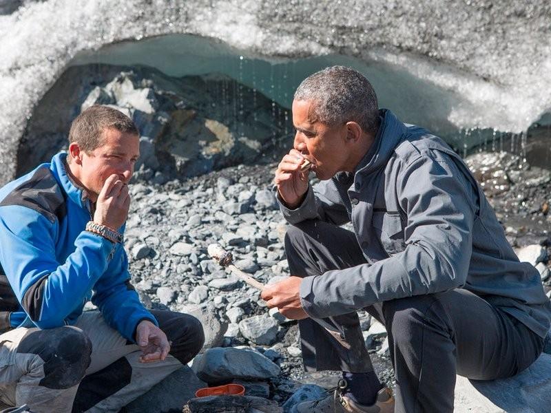 Tham gia truyền hình thực tế, Tổng thống Obama từ chối uống nước tiểu - ảnh 1