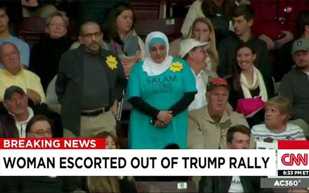 Một phụ nữ Hồi giáo bị đuổi khỏi buổi vận động tranh cử của Donald Trump - ảnh 1