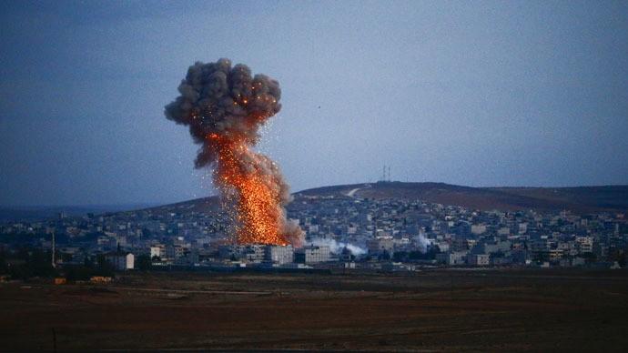Đoàn xe IS bị máy bay 'lạ' tấn công - ảnh 1