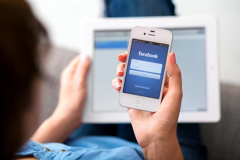 Bị bạn gái đâm chết vì lướt Facebook quá nhiều - ảnh 1