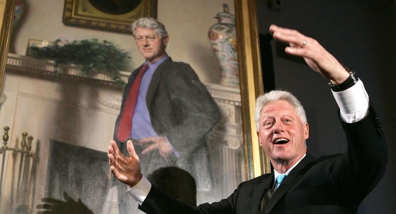 Số người ký đơn đòi bắt ông Bill Clinton lên gần 100.000 người - ảnh 1