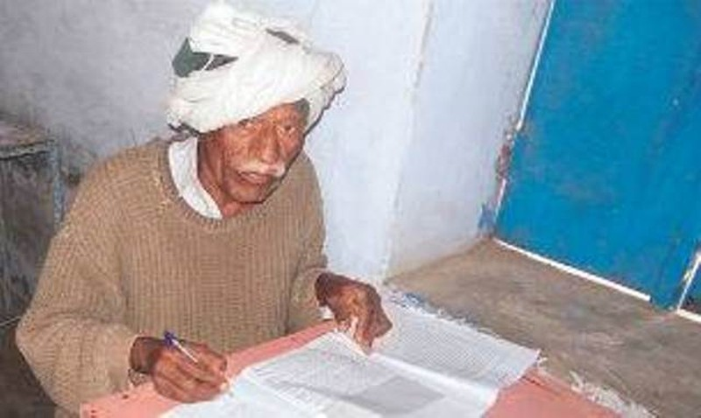 Cụ ông 77 tuổi 47 lần thi lấy chứng chỉ lớp 10  - ảnh 1