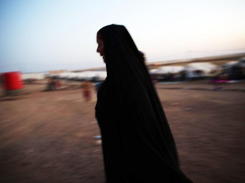 Bé gái 9 tuổi bị IS hãm hiếp giữa thanh thiên bạch nhật - ảnh 1