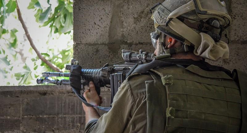 Binh lính Israel bị cáo buộc cố ý bắn xác người Palestine - ảnh 1