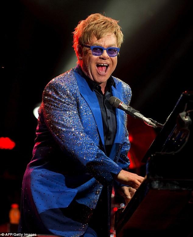 Danh ca Elton John bị tố quấy rối tình dục  - ảnh 1