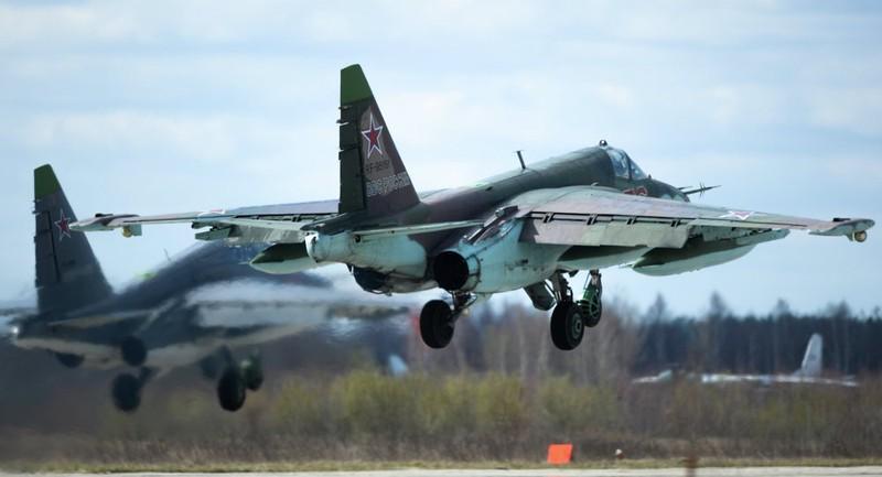 Su-25 Nga rơi, phi công nhảy dù thoát nạn - ảnh 1