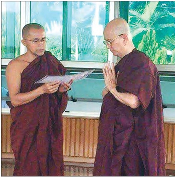 Cựu tổng thống Myanmar xuống tóc xuất gia - ảnh 1