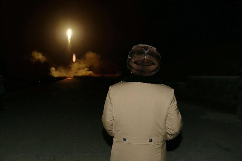 Trung Quốc cấm vận thương mại Triều Tiên - ảnh 1