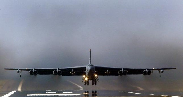 Mỹ triển khai 'pháo đài bay' B-52 tới Qatar chống IS - ảnh 1