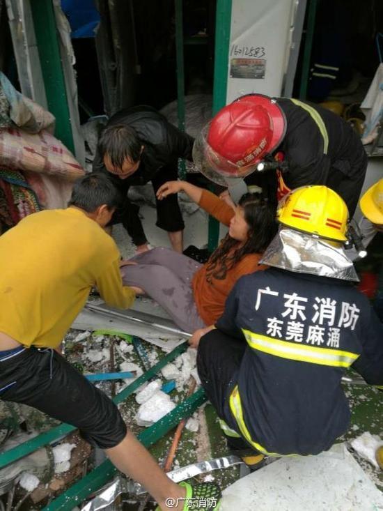 Trung Quốc: Cần cẩu đè sập khu nhà tạm, 12 người chết - ảnh 4