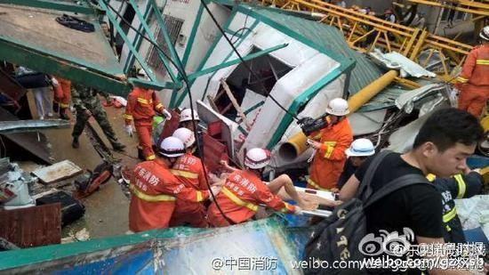 Trung Quốc: Cần cẩu đè sập khu nhà tạm, 12 người chết - ảnh 2