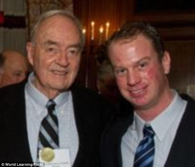 Cựu cố vấn tổng thống Mỹ kết hôn với người đồng giới kém 50 tuổi - ảnh 1