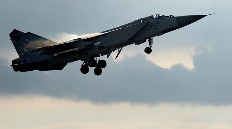 Máy bay Nga-Mỹ lại chạm trán - ảnh 1