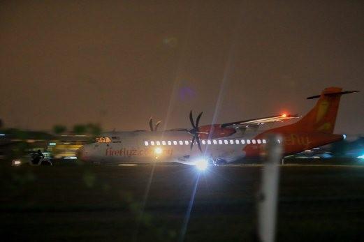 Hơn 30 hành khách sơ tán vì đe dọa có bom trên máy bay - ảnh 1