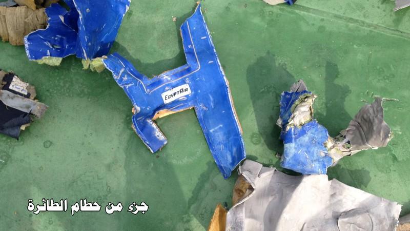 Công bố hình ảnh đầu tiên về mảnh vỡ của chuyến bay Ai Cập gặp nạn - ảnh 1